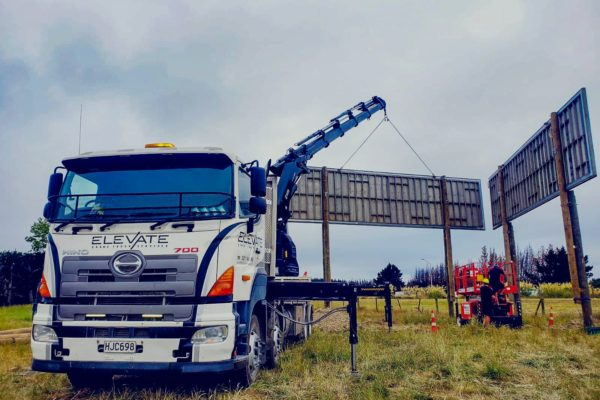 Elevate_transport_logistic_services_crane_truck_26
