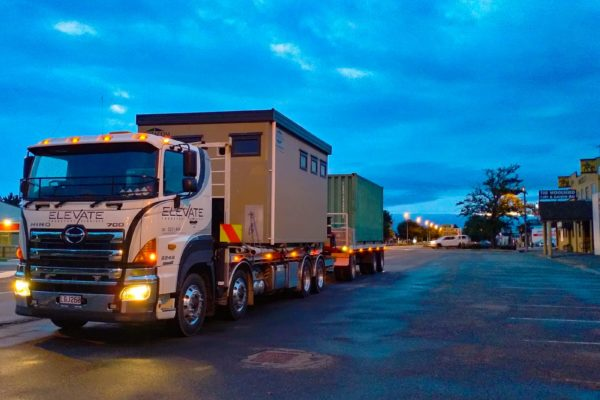 Elevate_transport_logistic_services_crane_truck_33