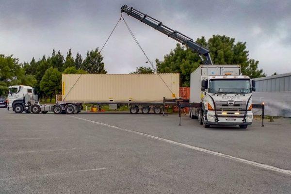 Elevate_transport_logistic_services_crane_truck_44