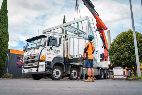 new_billboard_lift_elevate_crane_truck_transport_16