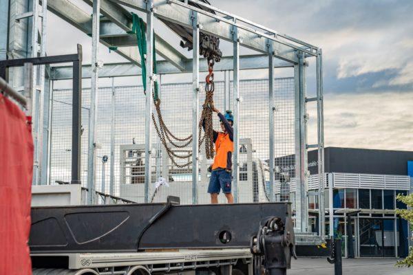 new_billboard_lift_elevate_crane_truck_transport_5